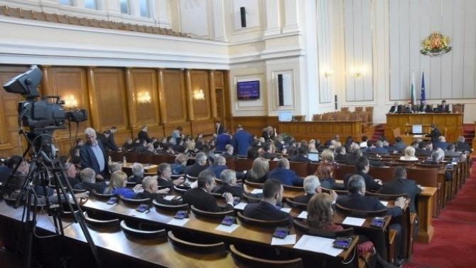 Парламентът обсъжда на първо четене промени в Закона за държавните