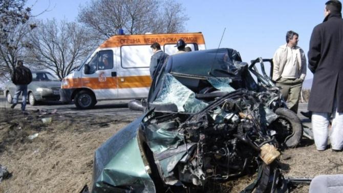 72-годишен мъж е с опасност за живота след катастрофа във