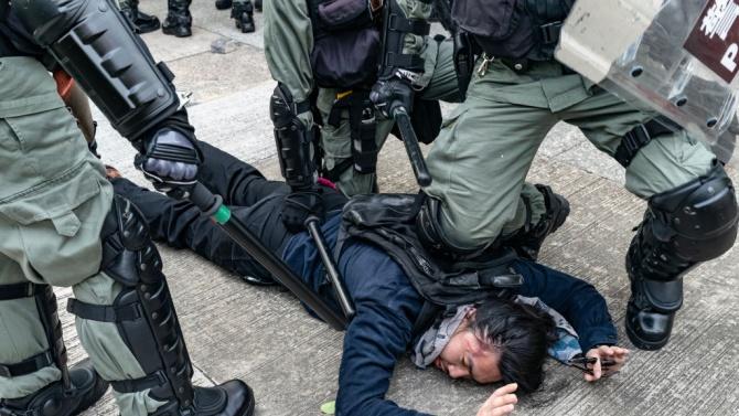 Полицаи пребиха до смърт млад мъж, защото не носел предпазна маска