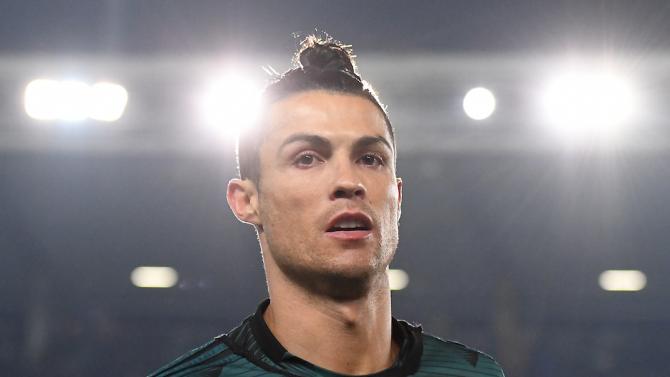 Нападателят на Ювентус Кристиано Роналдо стана първият в историята футболист