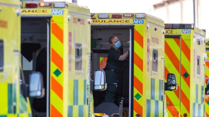 Смъртните случаи при потвърдени заразявания с коронавирус във Великобритания надхвърлиха