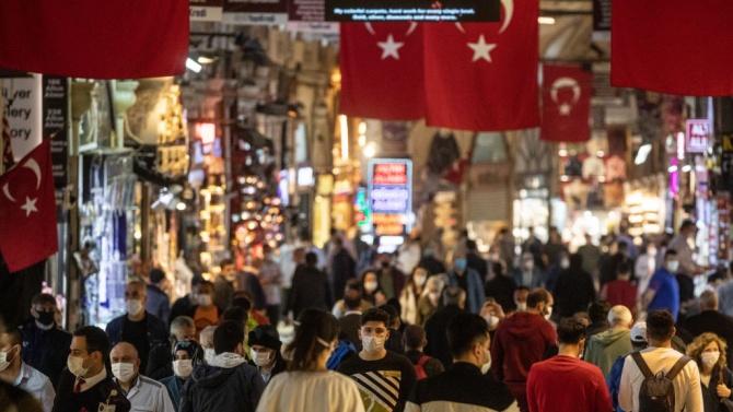 Първият уикенд без забрани оживи паркове и плажове в Турция