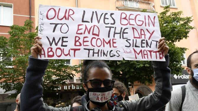 """На бул. Витоша върви протест """"Не на расизма и полицейското"""