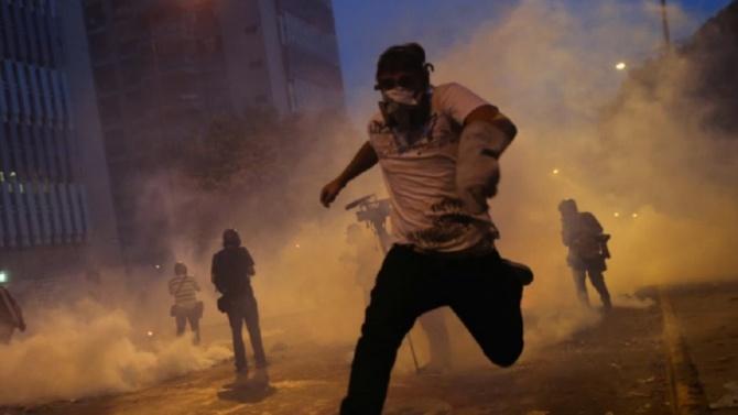 Няколкостотин протестиращи отново се събраха в центъра на ливанската столица