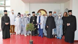 Патриарх Неофит изпрати икони на медиците във ВМА