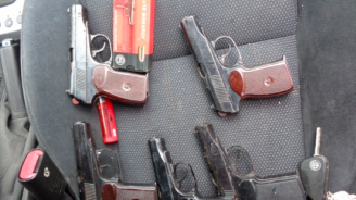 Оставиха в ареста двама от разбитата банда за оръжие