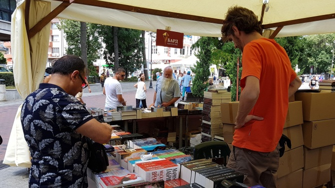 Между 50 и 70 процента е спадът на продажбите на книги по време на извънредното положение