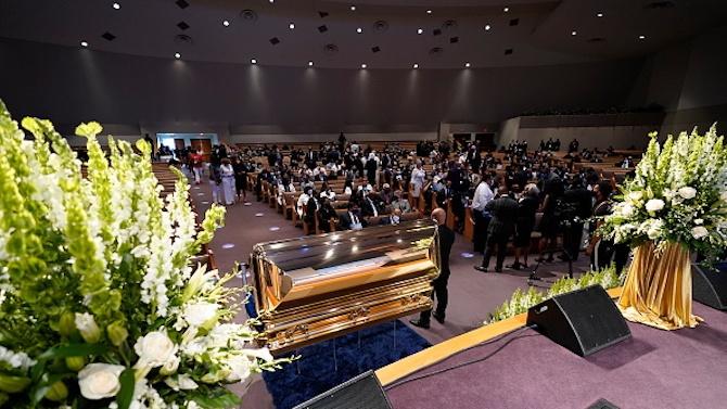 Ковчегът с тленните останки на цветнокожия Джордж Флойд беше докаран