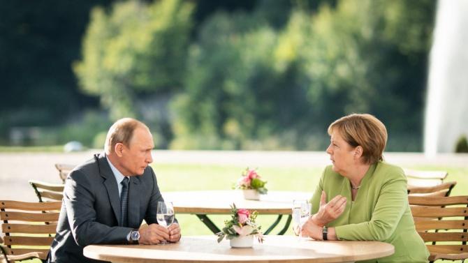 Путин и Меркел обсъдиха по телефона Сирия, Либия и Украйна