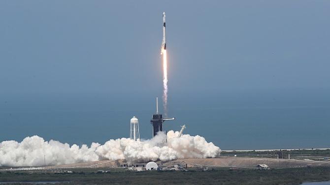 Корабът на Илон Мъск ще се върне на Земята през август