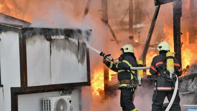 Неподвижен мъж загина при пожар в добричко село