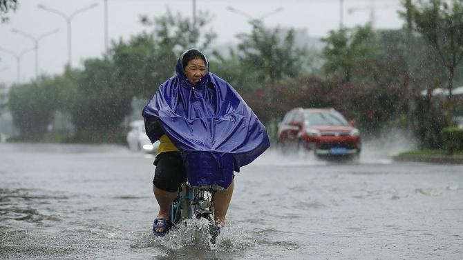 Най-малко 20 загинали в наводнения и свлачища в Южен Китай