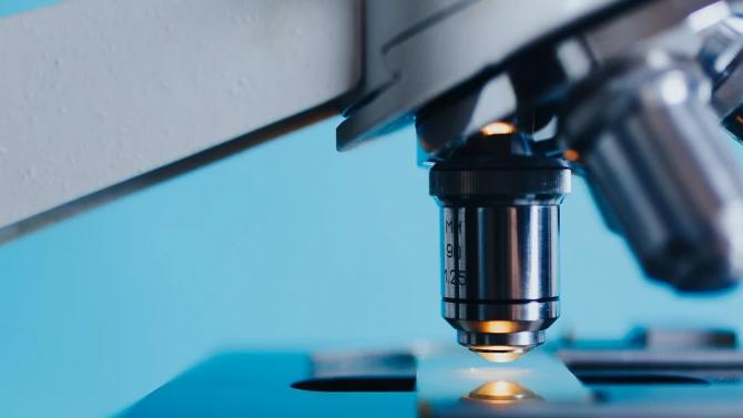 Учени създадоха микророботи, които доставят лекарства в болни тъкани