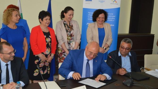 Министър Димитров подписа договор за най-мащабния воден проект по ОПОС за област Бургас