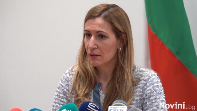 Ангелкова: Туризмът се раздвижва, летният сезон може да продължи до края на октомври