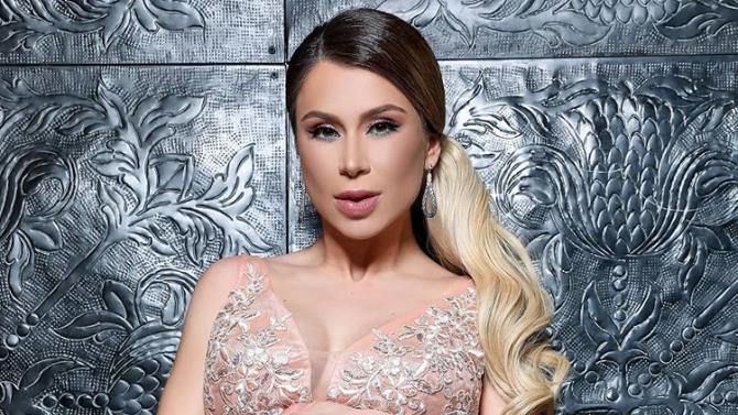 Бременната Ася Капчикова се пусна без дрехи