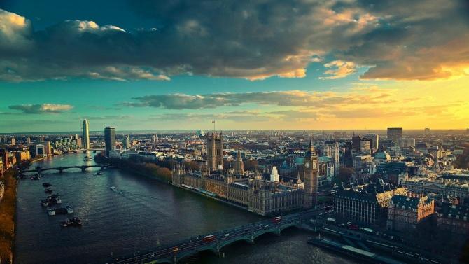 Великобритания ще слее две министерствата