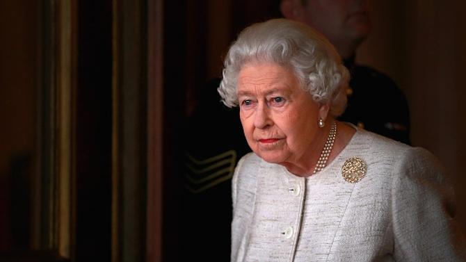 """Кралица Елизабет Втора за пръв път пропуска конните надбягвания """"Роял"""