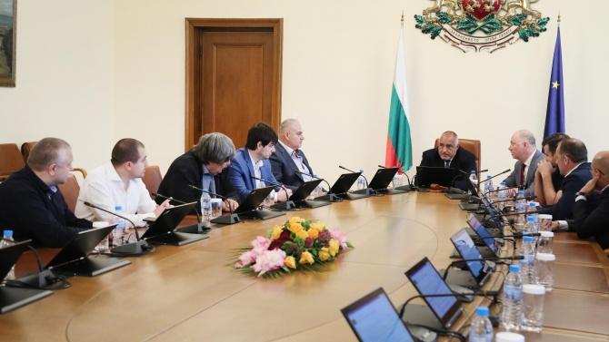 """Премиерът Борисов се срещна с представители на превозвачите заради пакета """"Мобилност"""""""