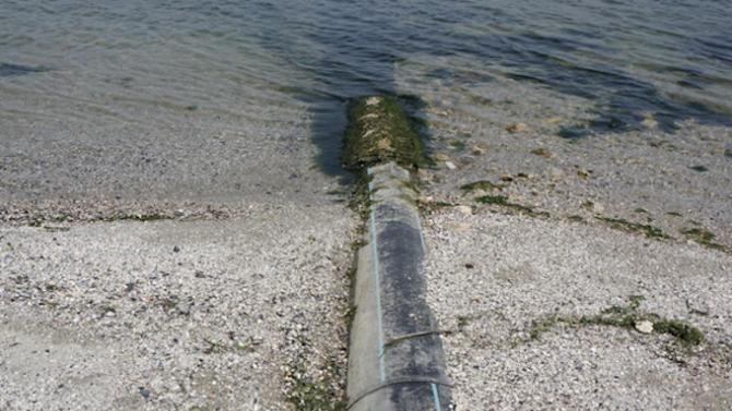 Прокуратурата се захвана със замърсяването на Варненското езеро от спукана тръба
