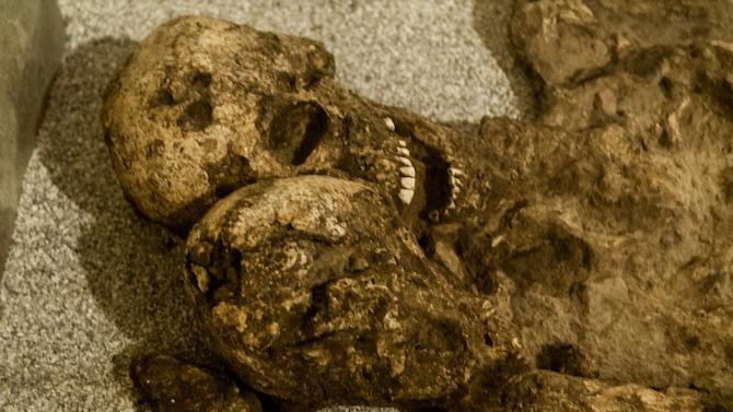 Шест скелета от средните векове изникнаха на терен на новострояща