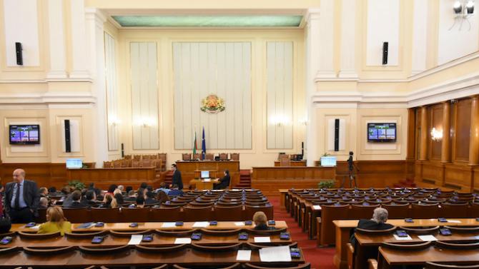Депутатите разискват компенсациите на медиците