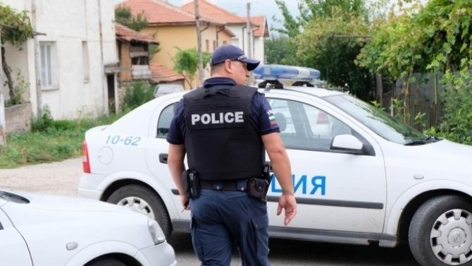 Спецоперация в Каспичан, спипаха наркотици и крадени дърва за огрев