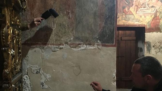 Проучват графитите по фасадите на църкви в стария Несебър