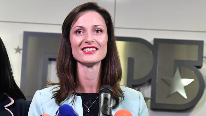 Мария Габриел: Оптималният срок за ваксина срещу COVID-19 e 2021 година