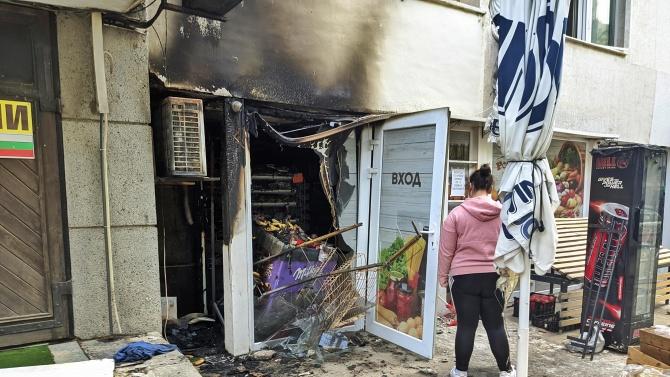 """Магазин за хранителни стоки на улица """"Селиолу"""" 15 е изгорял"""