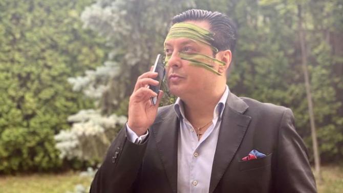 Васил Петров опъва бръчки с краставици