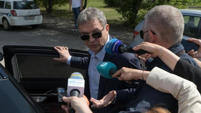 Спецпрокуратурата извади нови чатове между секретаря на Радев и Бобоков