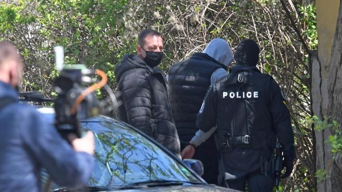 Служителите наТрето РУзадържаха 30-годишен, криминално проявен дилър. Това съобщиха от