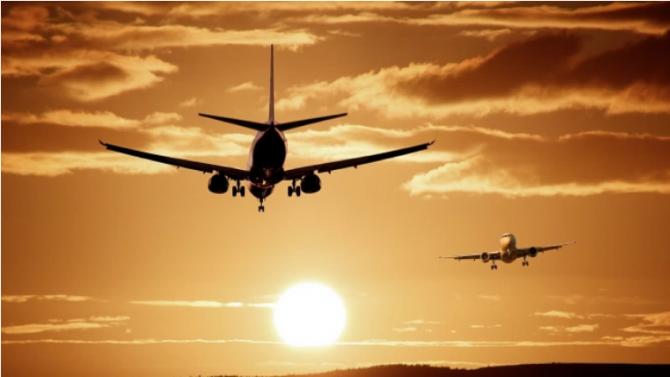 Във връзка с продължаващите ограничения при пътуване от трети страни