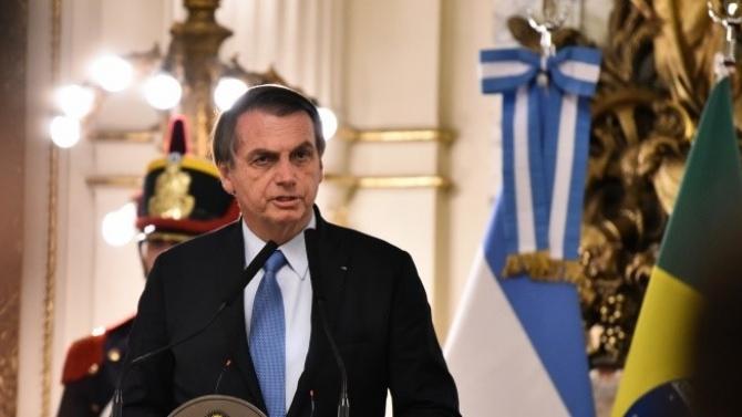 Президентът на Бразилия Жаир Болсонаро отново призова за разхлабване на