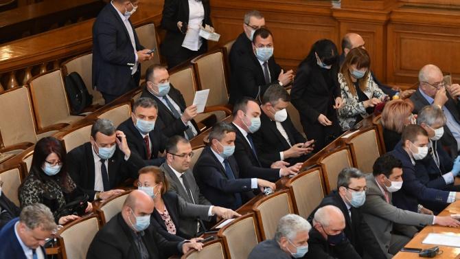 Депутатите задължително с маски, предупредиха от Столичното РЗИ