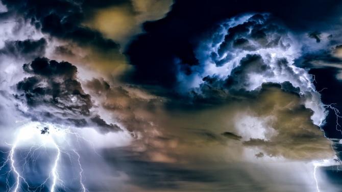 Пороен дъжд унищожи улици и заля къщи във Великотърновско