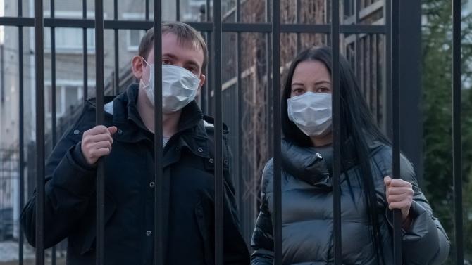 Хванаха карантинирани мъж и жена пред магазин в Монтанско, съобщиха