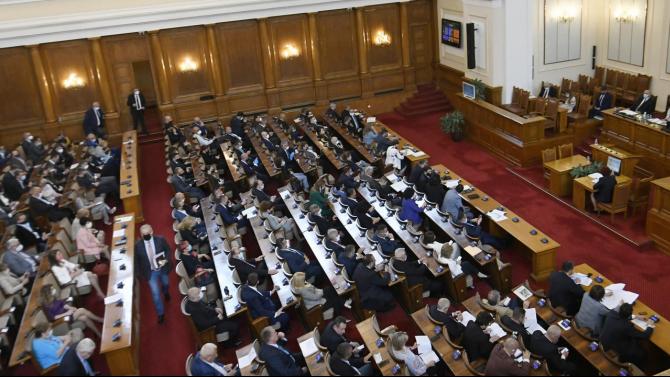Столичната РЗИ хвана депутати в крачка