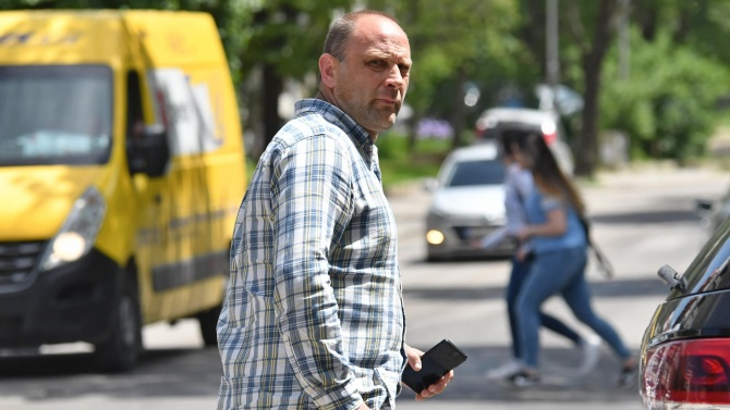 Тити Папазов получи акт за минаването на червено, има и 13 фиша