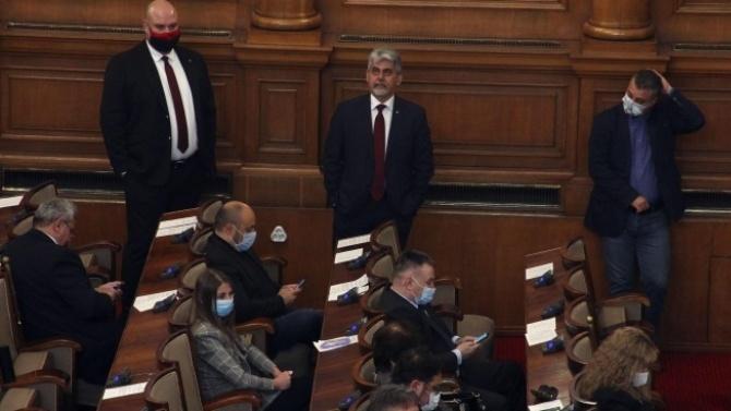 Депутатите разискват по питането на Искрен Веселинов и Александър Сиди