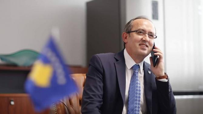 Премиерът на Косово Авдулах Хоти се е отказал да замине