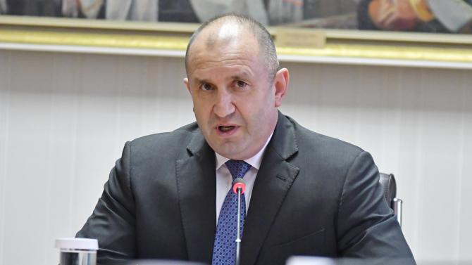Румен Радевобсъди рисковете пред управлението на страната с ръководствата на службите за сигурност