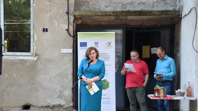 Кметът на Ловеч даде старт на поредното саниране на жилищни сгради