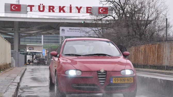 Дезинфекционни системи за автомобили са поставени на турските гранични пунктове с България и Гърция