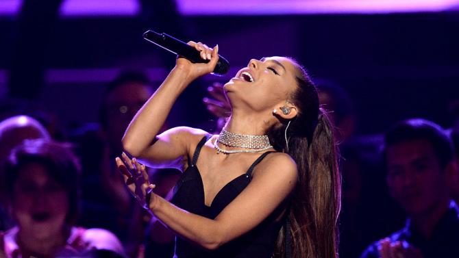 Певицата Ариана Гранде отпразнува 27-ия си рожден ден с тематично
