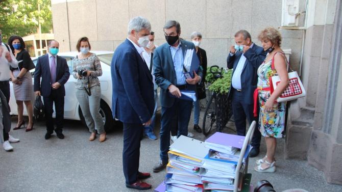 КНСБ занесе на Сачева подписите на 101 хил. работещи българи, искат промени в трудовото законодателство
