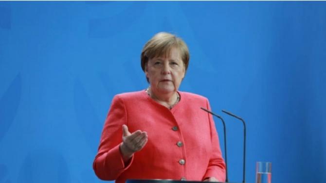 Меркел коментира германско-френските отношения като важна част за единството на ЕС