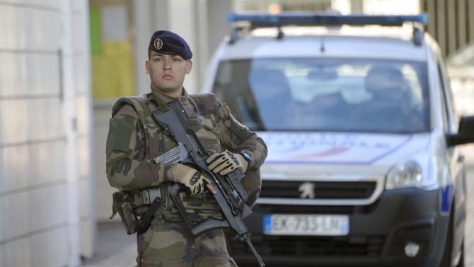 Полицейска операция в парижки мол
