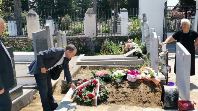 Посланикът ни в Скопие отиде на погребението на Спаска Митрова